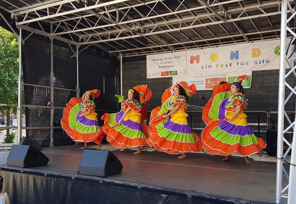 """Tanz """"la Puya"""" aus Kolumbien, beim """"Mondo"""" Fest"""