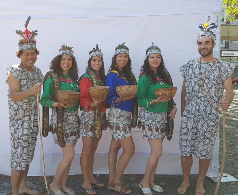 "Tanz ""la Anaconda"" aus Peru, beim ""Mondo"" Fest"
